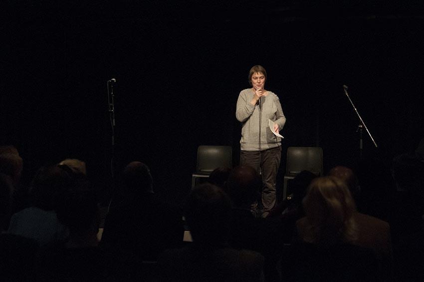 Maria Malmberg-Wallin berättar om Bror Hjorths hus verksamhet för barn vid prisutdelningen av Barnrättspriset 2014.